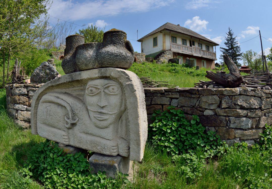 """""""Місце сили"""": таємниче село зі скельним храмом приваблює тисячі туристів"""