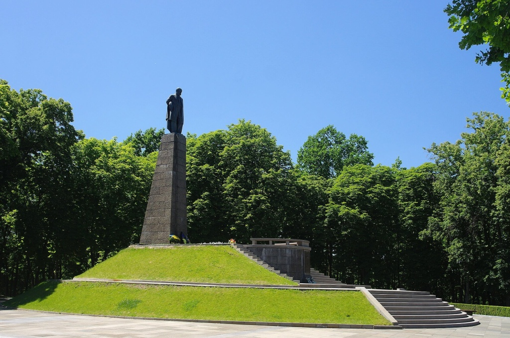 Соборы, дворцы и парки: готовый маршрут по Черкасской области для идеального летнего путешествия