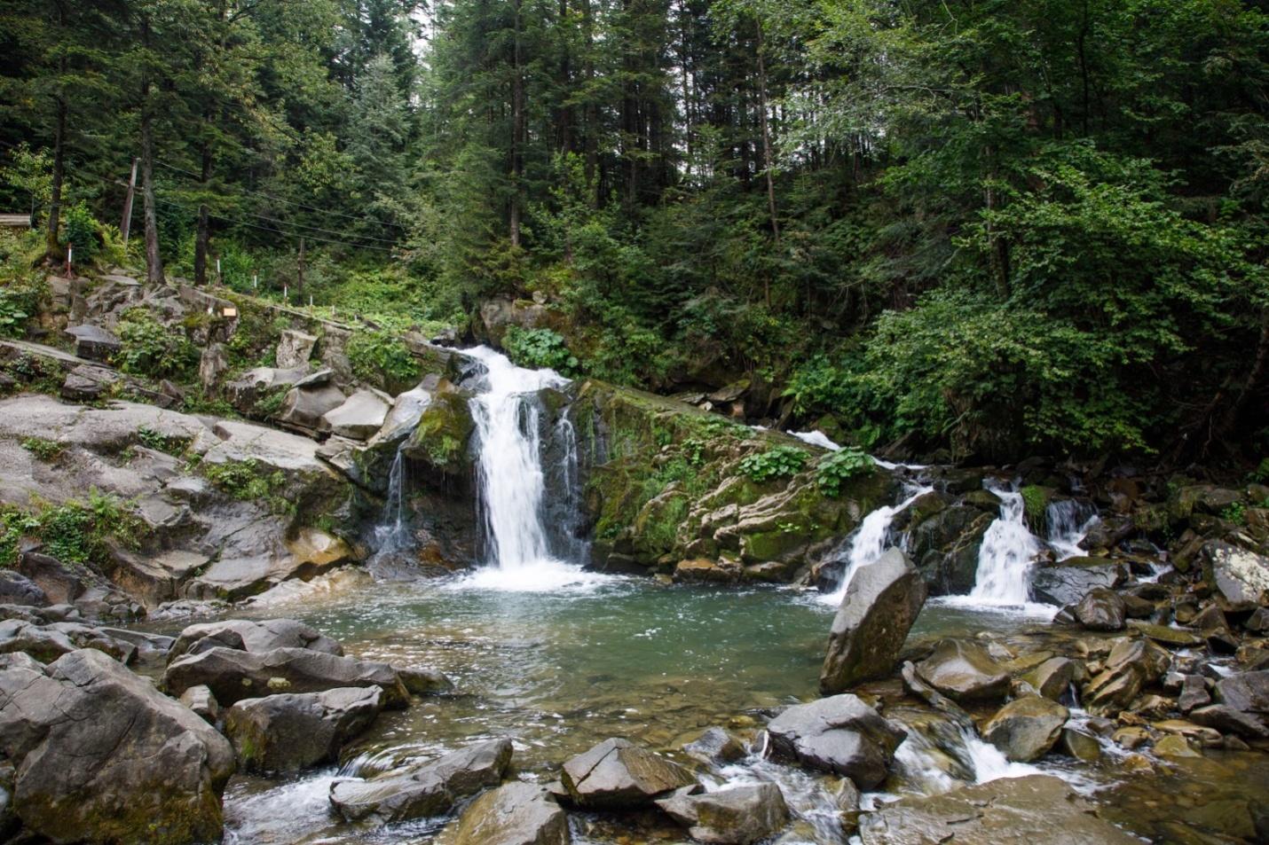 Таємничі стежки, водоспад і палац: путівник по Сколівських Бескидах