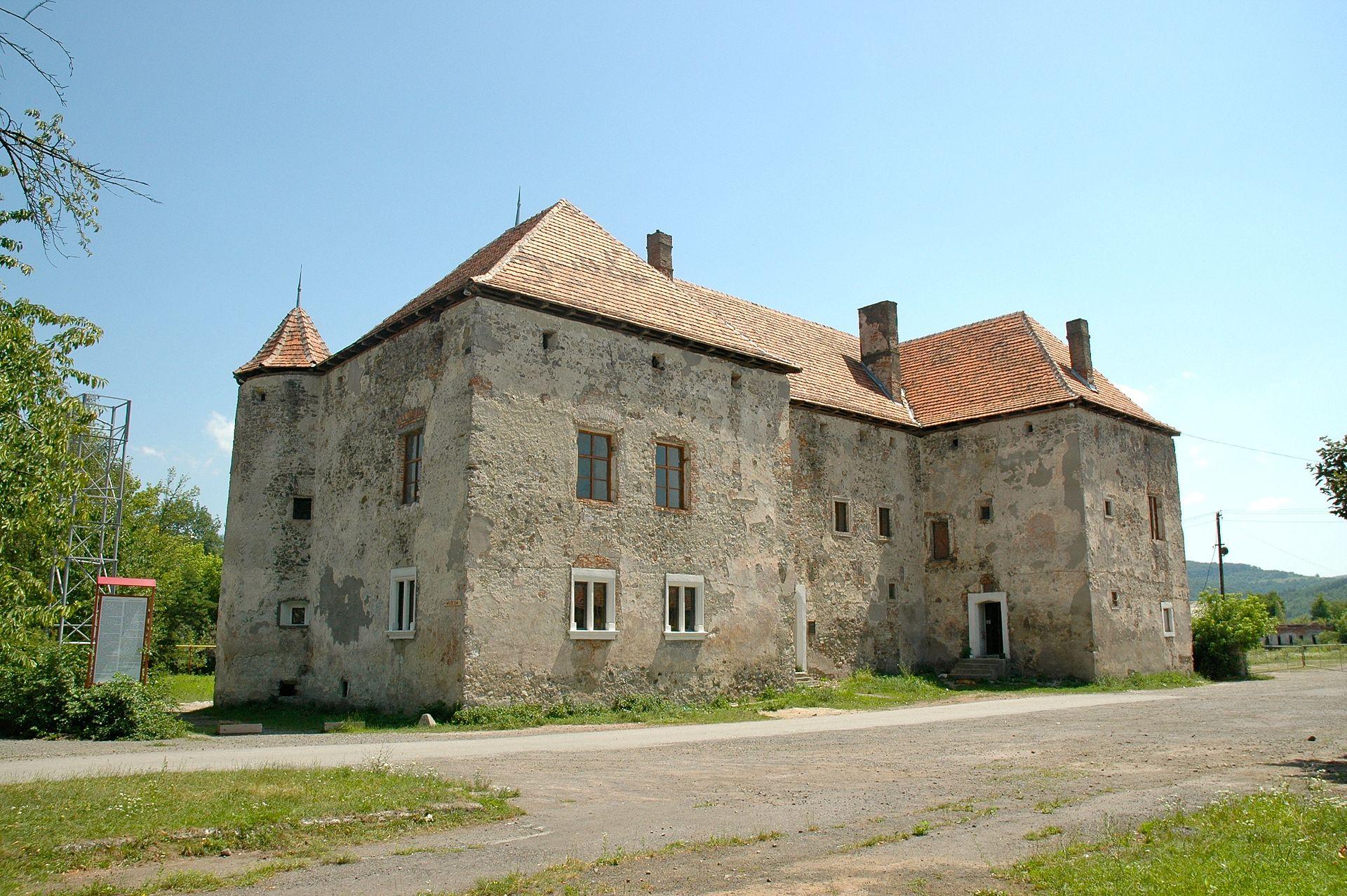 Без дорог и реставрации: почему в украинские замки едет мало туристов