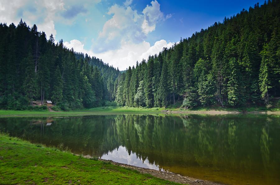 Краса гір, гастрономія та давні традиції: що приготували для туристів на Синевирі в Карпатах