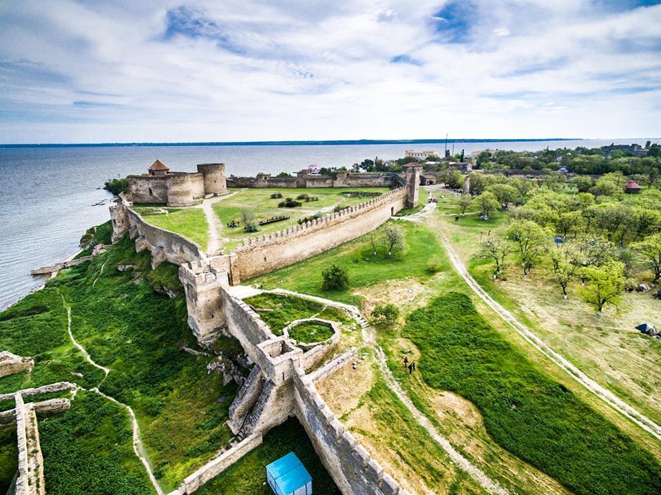 Горы, замки и озера: где стоит планировать отпуск в Украине этим летом
