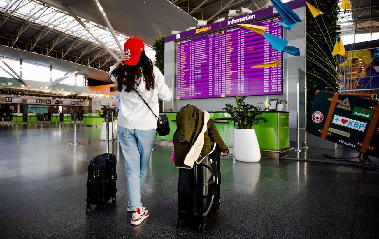 Скупчення в аеропорту: через нові правила в'їзду до України виникають черги туристів