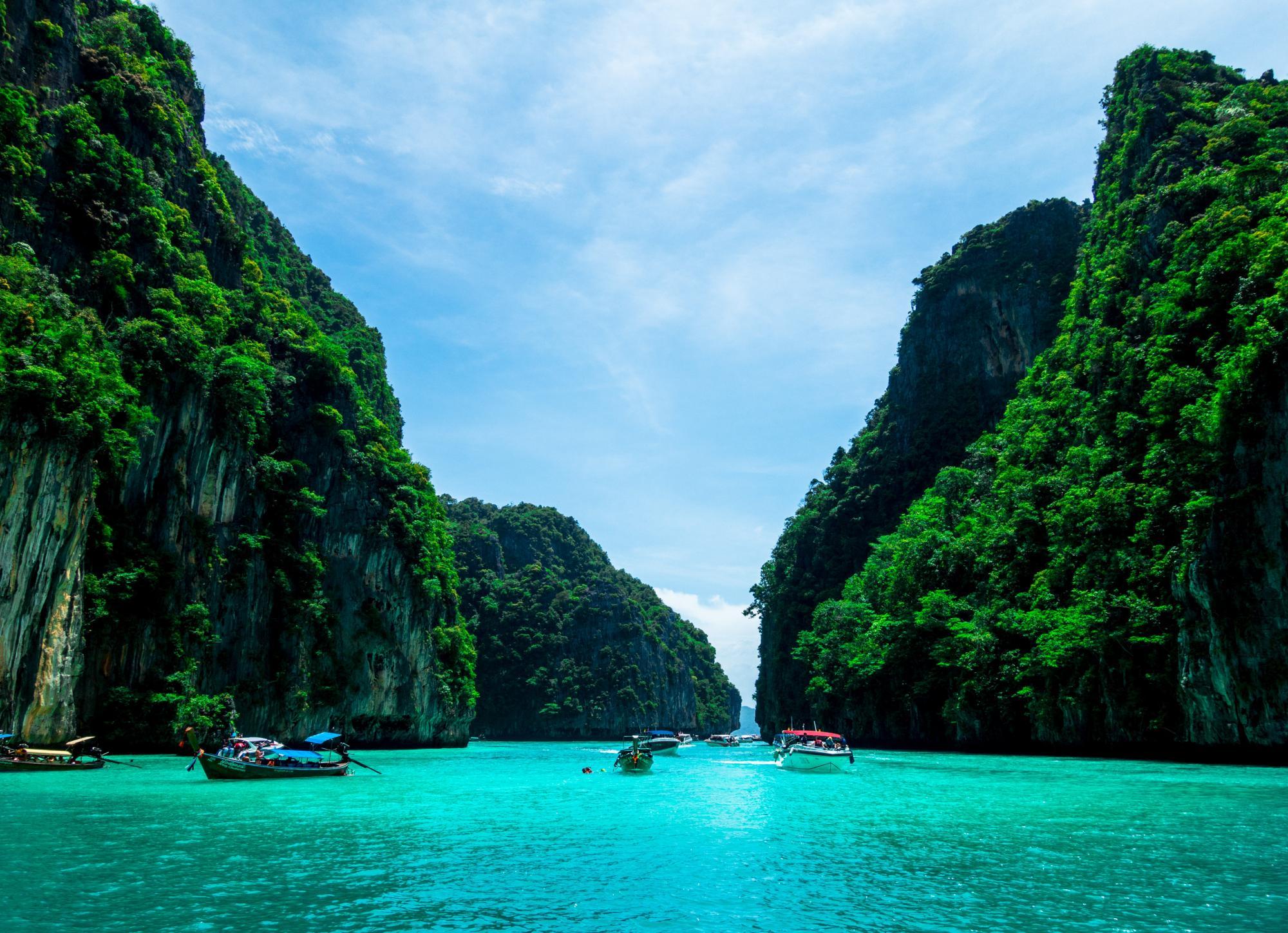 Несмотря на всплеск COVID: популярный курортный остров продолжает принимать туристов